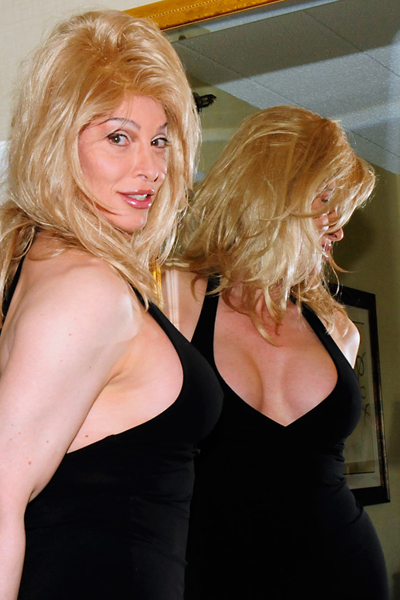5 TSDee Shemale Escort Toronto Cougar MILF