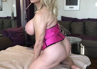 TSDee Pink Corset Blonde IMG 1999Edited