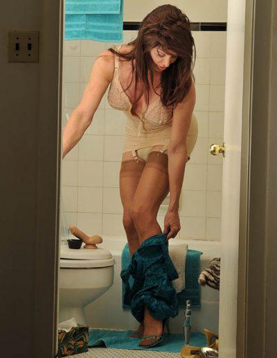 TSDee.com Bathroom Striptease RCP 7082