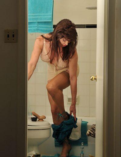 TSDee.com Bathroom Striptease RCP 7086