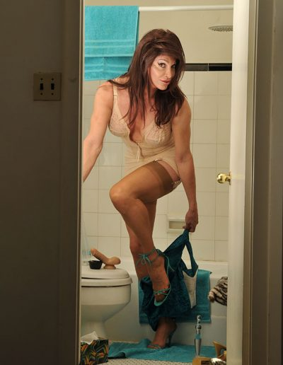 TSDee.com Bathroom Striptease RCP 7095