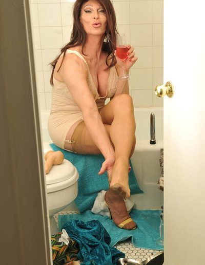TSDee.com Bathroom Striptease RCP 7164