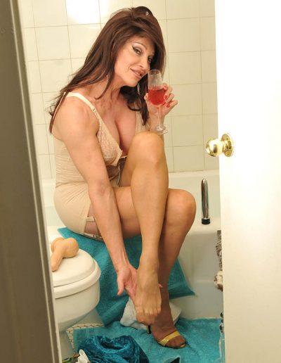 TSDee.com Bathroom Striptease RCP 7167