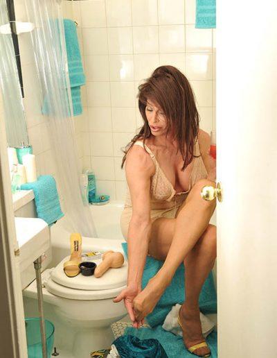 TSDee.com Bathroom Striptease RCP 7172