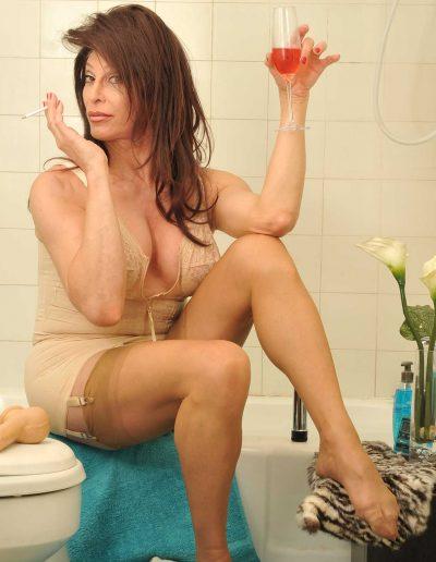 TSDee.com Bathroom Striptease RCP 7235