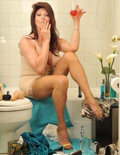 TSDee.com Bathroom Striptease RCP 7239