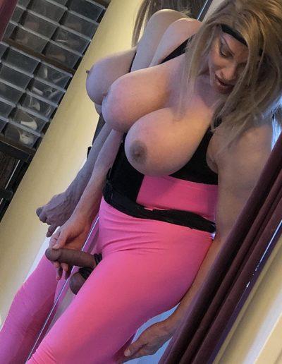 TSDee.com Pink Yoga Pants Pink Corset IMG 2388