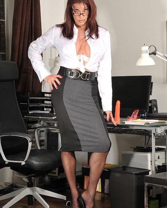 Assertive Boss: forces employee to cross dress & service her feet