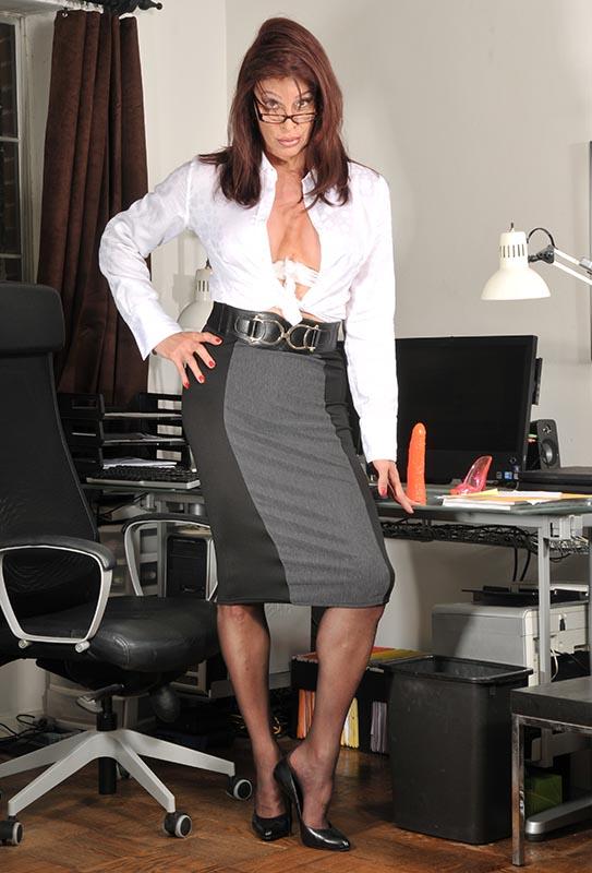 TSDee.com Secretary Miss D RCP 6930