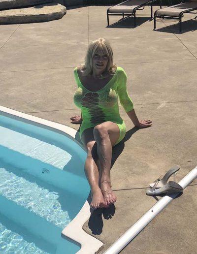 TSDee.com Lime Green Dress At Pool IMG 3120